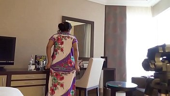 होटल फुल न्यूड में भारतीय पत्नी काजोल