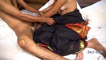 युवा भारतीय पत्नी घर पर अपने पति के साथ चुदाई करती है