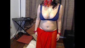 भारतीय शौकिया गृहिणी एक वेब कैमरा पर हस्तमैथुन करती है